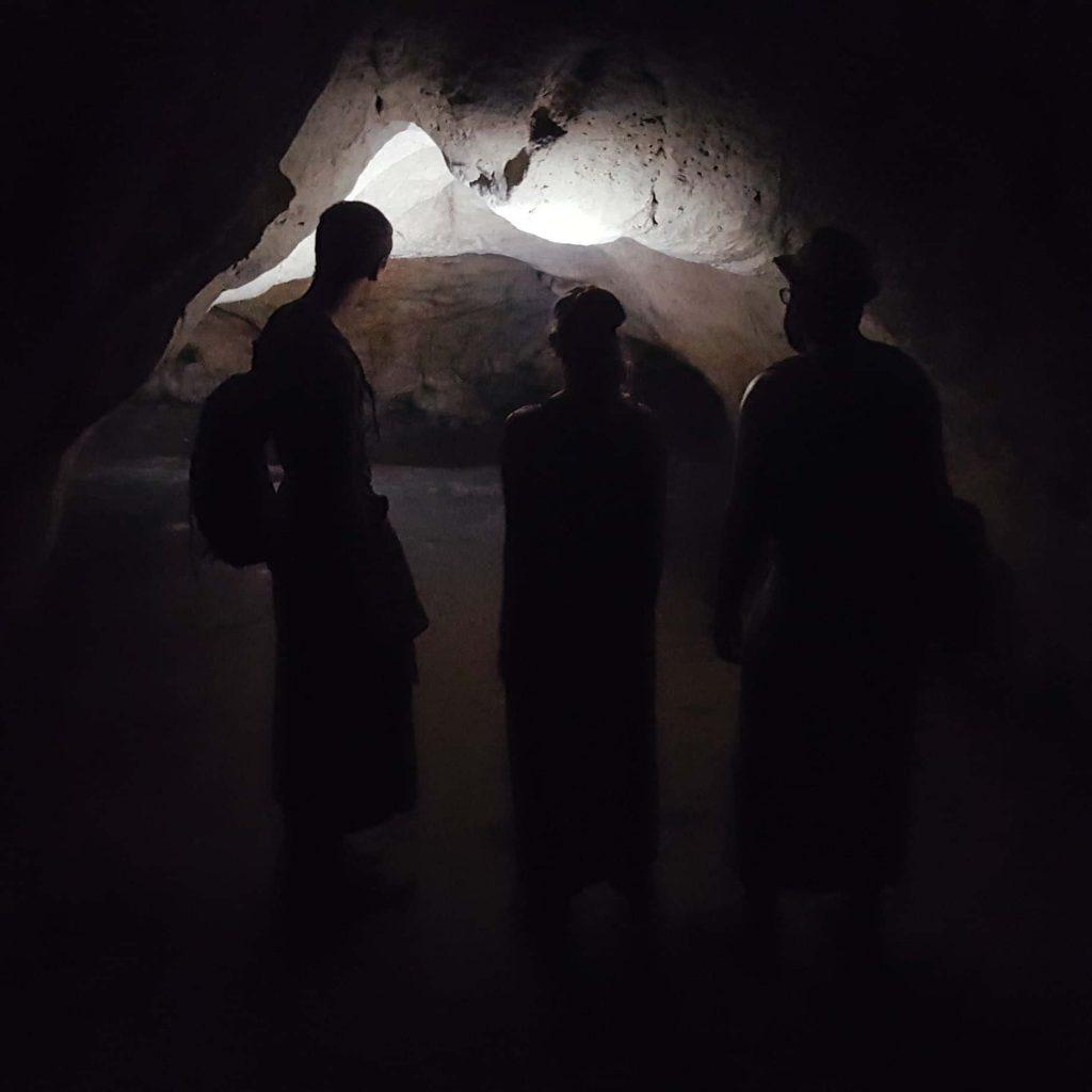 goa giri putri cave, cueva