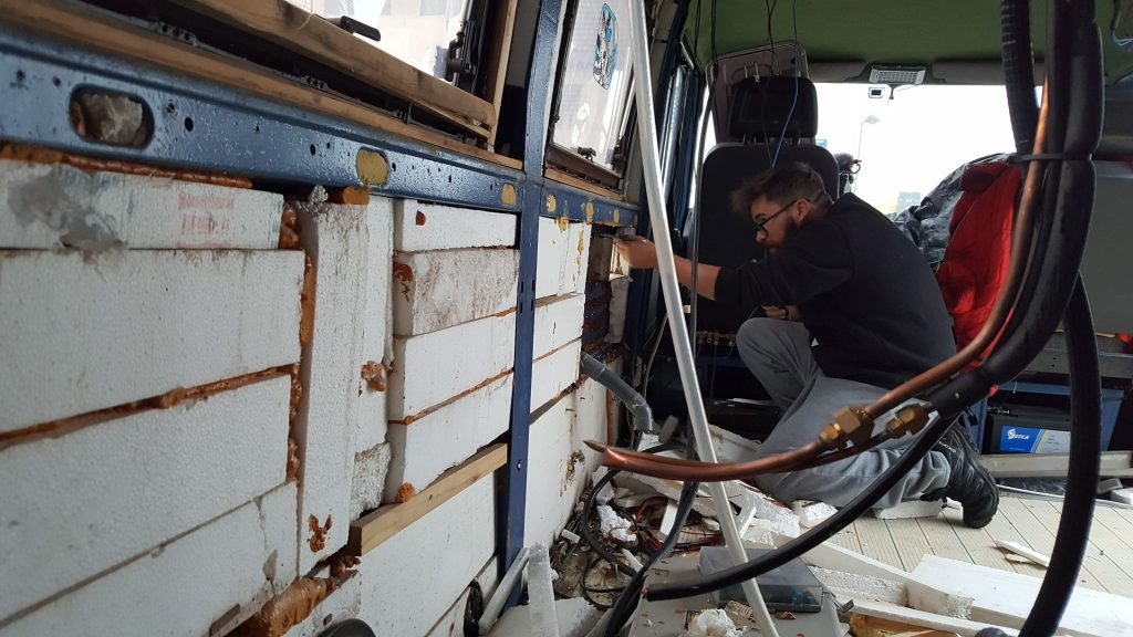 limpiar furgoneta camperizar aislamiento